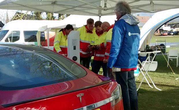 Lochem – Stroomnet testen met pizza's en elektrische auto's